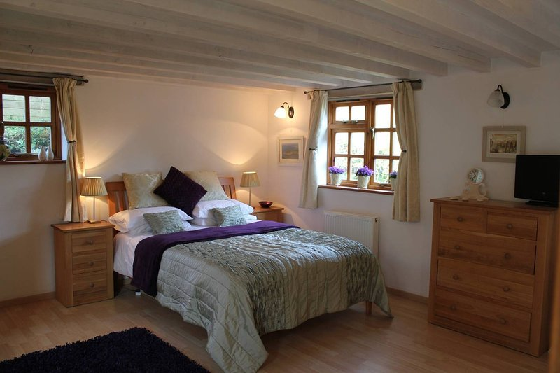 Holiday Apartment with Hot Tub, location de vacances à Darite