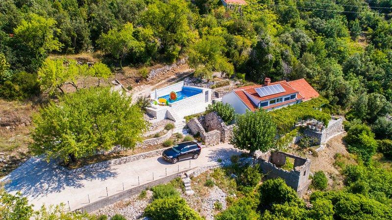 Holiday Villa Karla - Three Bedroom Villa with Pool, vacation rental in Vrgorac