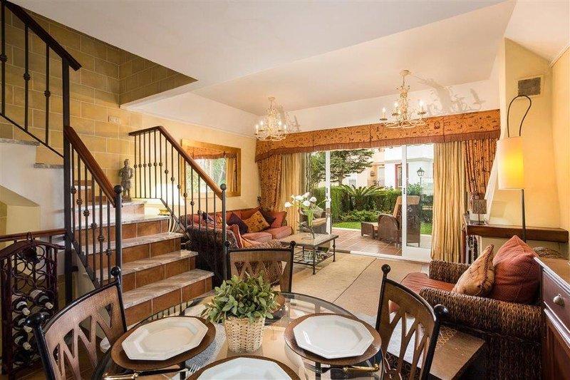 Dunas de Bahia de Marbella Luxury Townhouse 4 Bed, vacation rental in Marbella