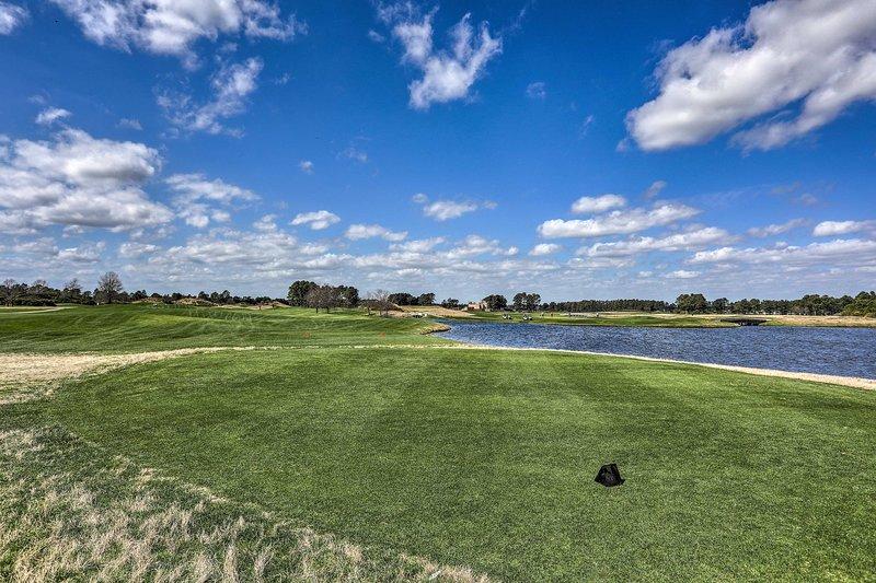 Aproveite os dias de golfe neste condomínio para férias!