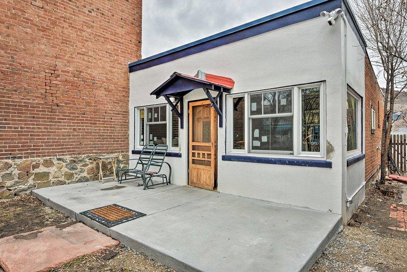 Historic Home w/ Porch & Yard In Downtown Salida!, aluguéis de temporada em Howard