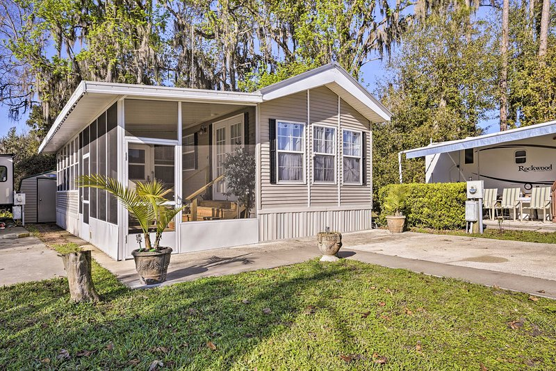 Tranquil Cabin w/Pool Access - on St. Johns River!, vacation rental in Satsuma