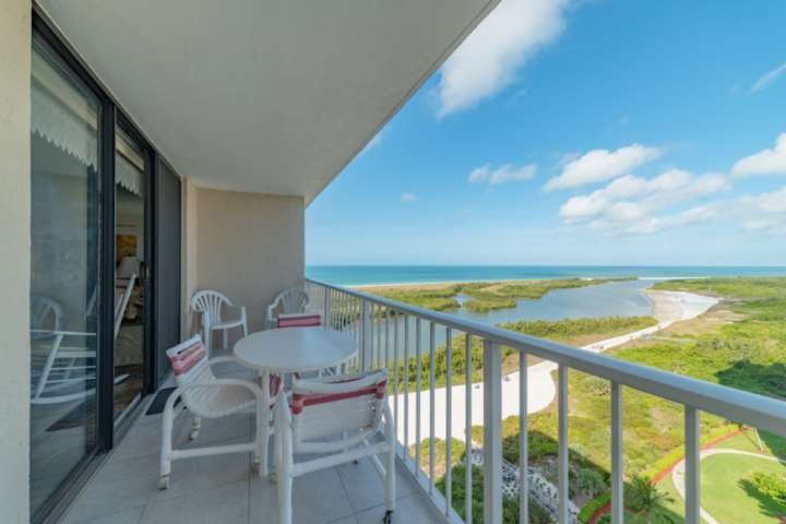 Stunning 16th Floor views of the Tigertail Lagoon and the Gulf.  Sunsets here are second to none!