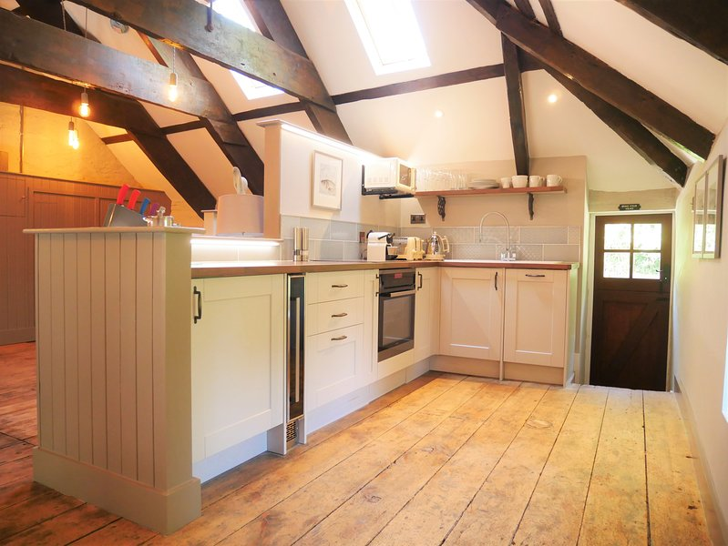 Fully equipped shaker style kitchen