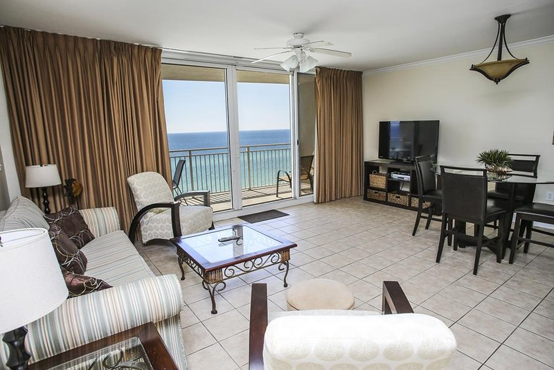 Large Living Area with Direct Beach & Gulf Views