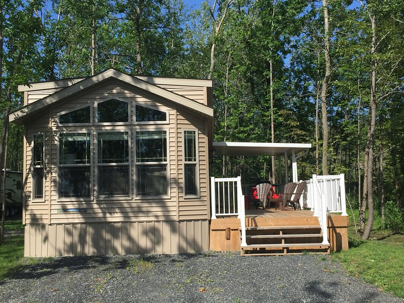 Luxury Park-Model, 1 Bedroom Cottage for rent – semesterbostad i Northeastern Ontario