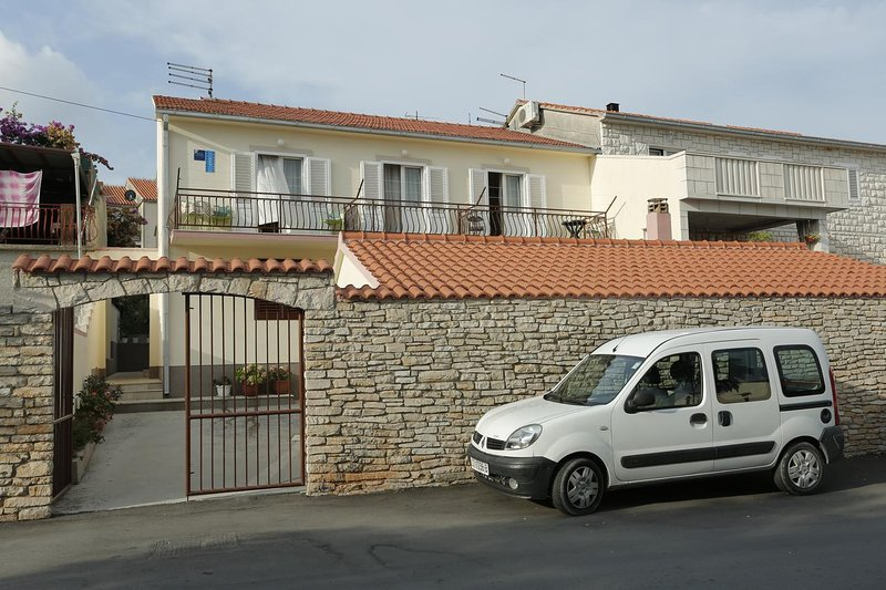 Two bedroom apartment Supetar, Brač (A-16699-a), alquiler de vacaciones en Sumpetar