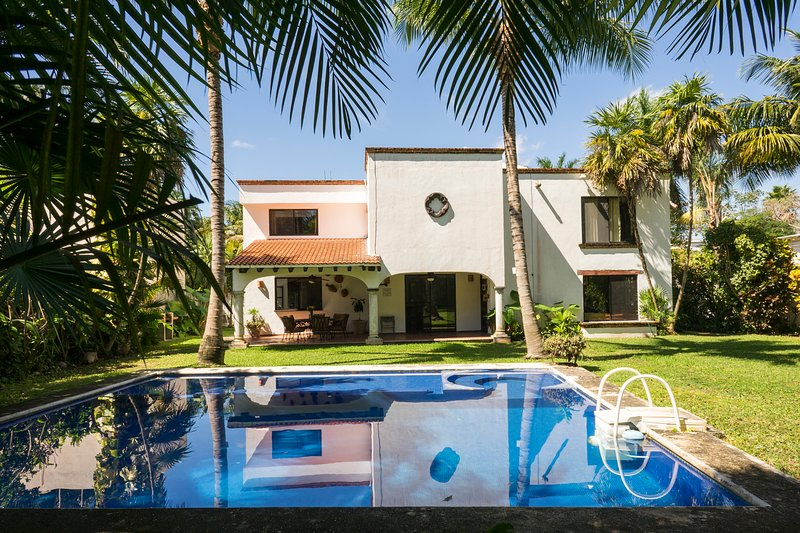 Private House for 14 people - Near Cancun Airport, holiday rental in Benito Juarez Municipality