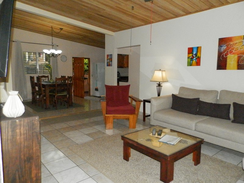 Boquete Panama, Fully Furnished 3/2 Apartment, Walk to Town, Mountain Views., aluguéis de temporada em Alto Boquete