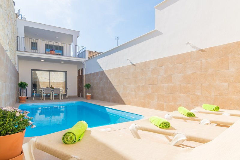 CAN SERRA - Villa for 6 people in sa Pobla, vacation rental in Sa Pobla