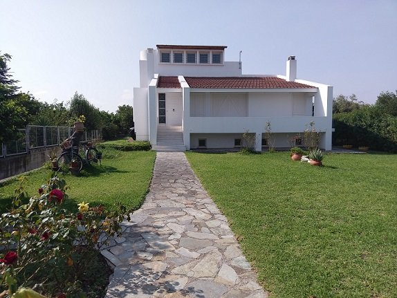 Holiday home next to orange tree orchard, holiday rental in Galatas