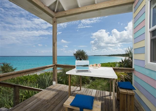 Cayo Loco Atlantic Romantic Beachfront Honeymoon WiFi/SUP, location de vacances à Eleuthera