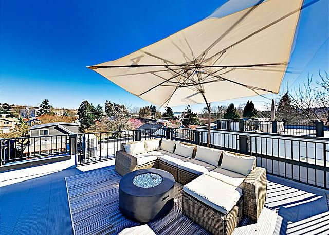 New Georgetown Getaway w/ Rooftop Patio, Skyline & Mt. Rainier Views – semesterbostad i Seattle