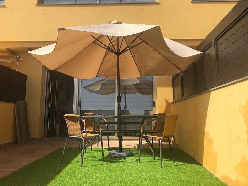 Nice apt with pool access & terrace, alquiler de vacaciones en El Hierro