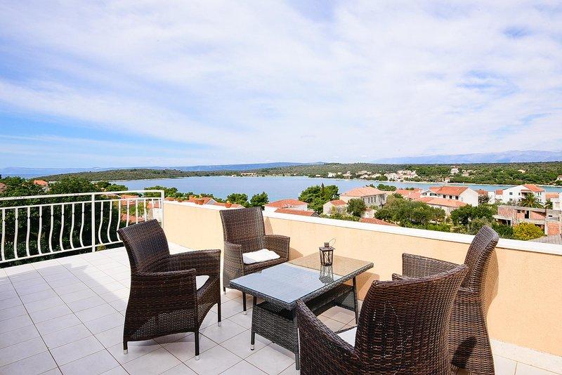 Two-Bedroom Apartment Ivona (4+2), holiday rental in Loviste