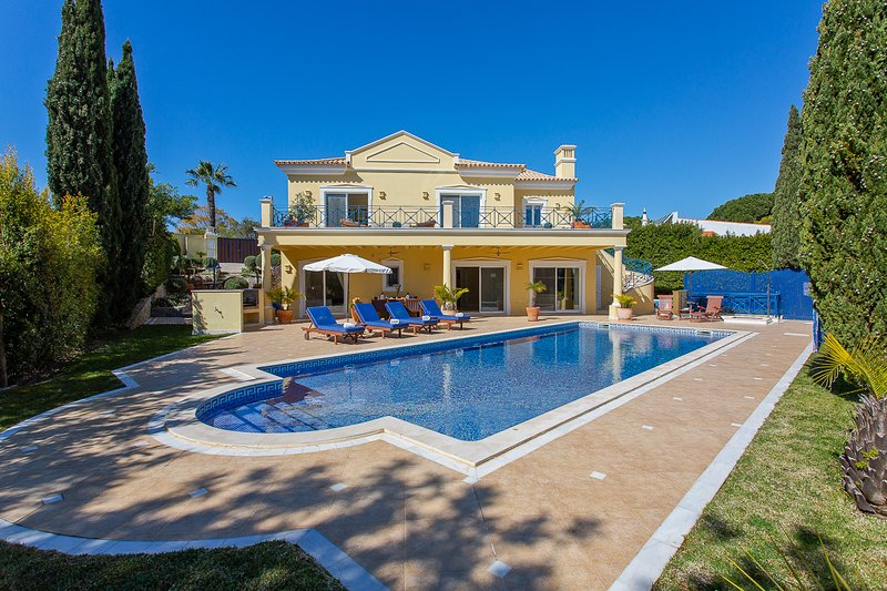 Luxury Vale do Lobo villa, large heated pool, Wi-Fi, walking distance to beach – semesterbostad i Loule
