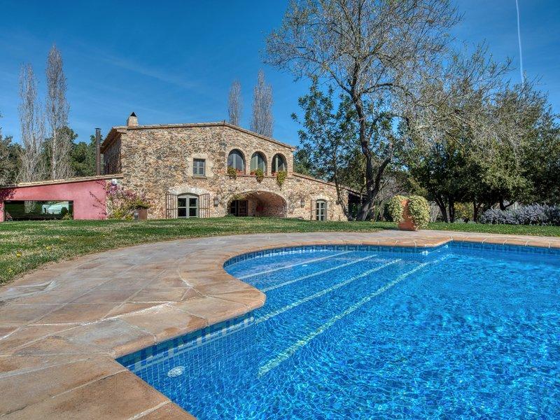 BEAUTIFUL MASIA IN MONT RAS, location de vacances à Vall-Llobrega
