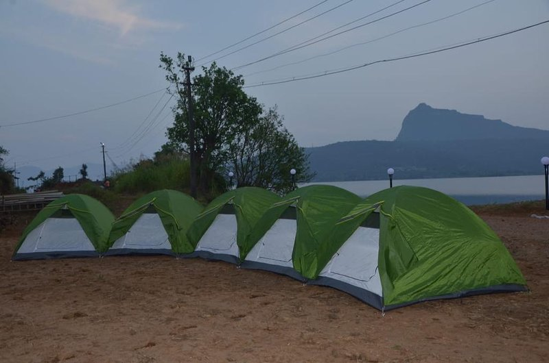 Pawna Adventure Camp --- Jovan (Tent 1 w/shared Toilet), location de vacances à Khandala