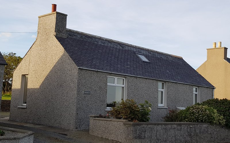Glenduron, Holm, Orkney, cottage with views of the Famous Scapa Flow, location de vacances à Mainland