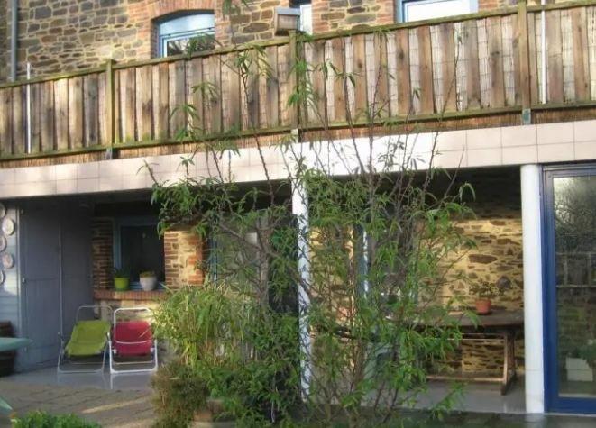 Nice studio with garden & terrace, casa vacanza a Hirel