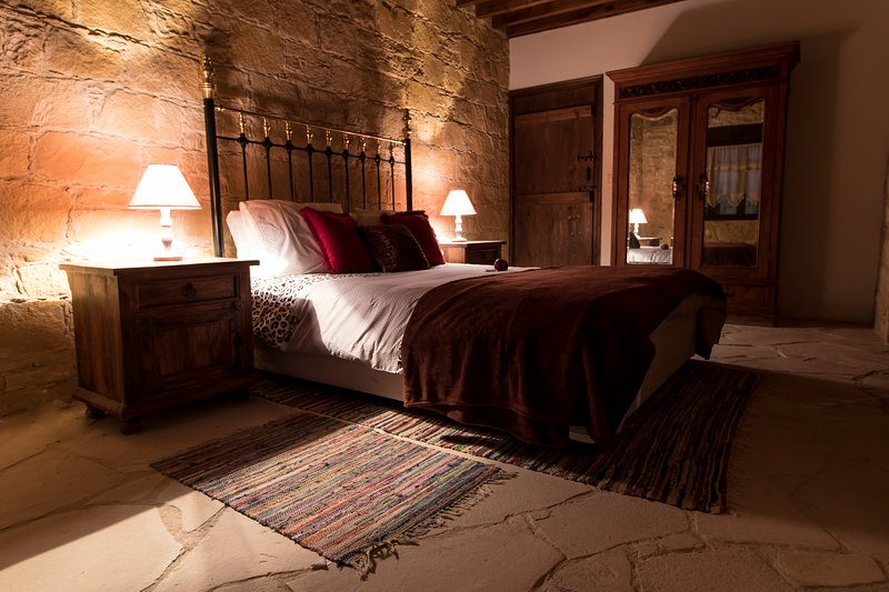 DIONI PALACE, holiday rental in Lofou