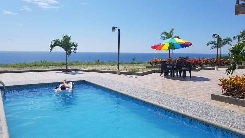 Penthouse on the hill of Las Nunez Ecuador with panoramic ocean views, Ferienwohnung in Machalilla National Park