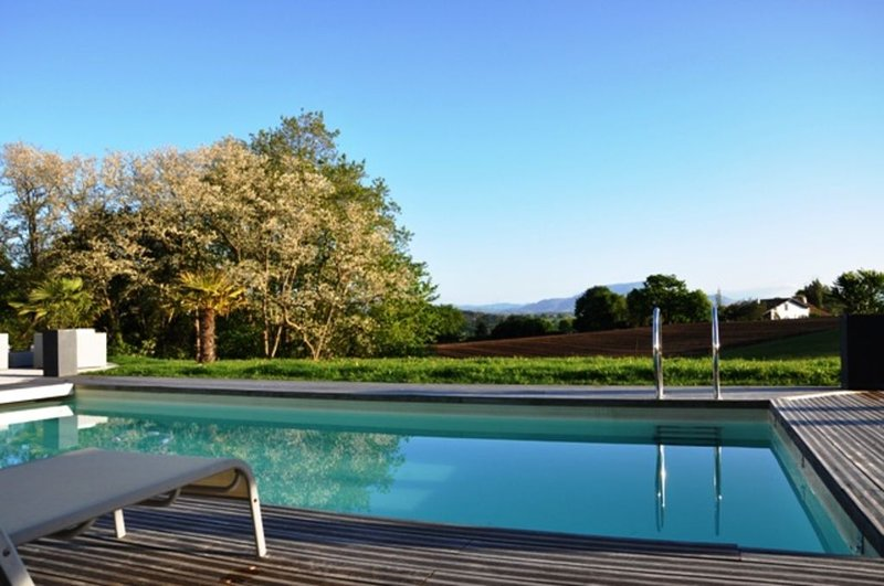 Amazing villa with swimming-pool, alquiler vacacional en Bidart