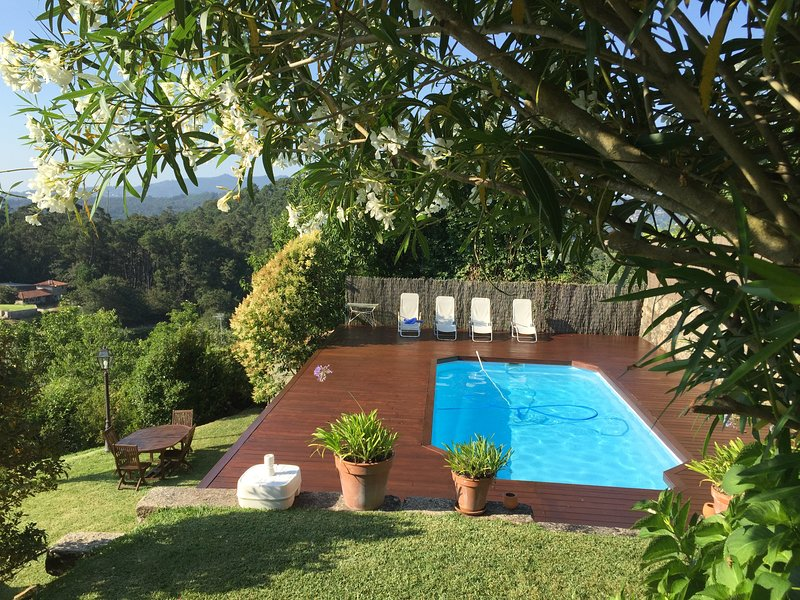 Spacious villa with swimming-pool, holiday rental in Viladesuso