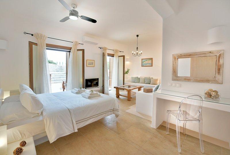 Attica Villa Sleeps 12 with Pool and Air Con - 5778290, location de vacances à Agios Ioannis