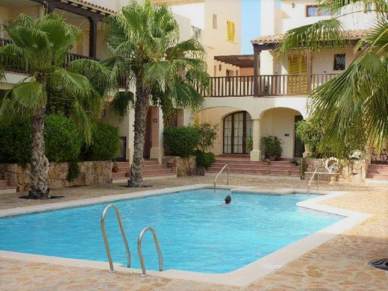 Fully Airconditioned Apt on a Harbour location set in a lovely Fishing Village, vacation rental in Villaricos