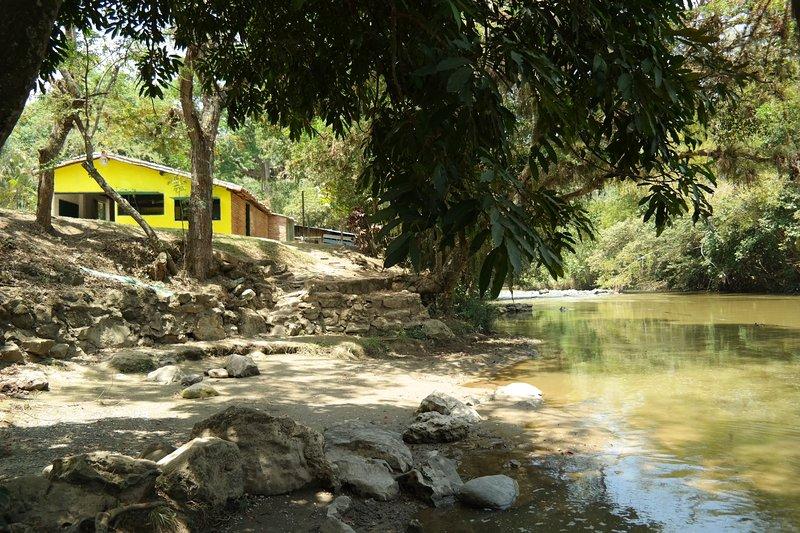BALNEARIO MONAS Y SU TIENDA LOS RECUERDOS DE ELLA, location de vacances à Valle de San Jose