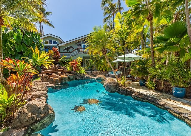 Palione Papalani~Steps from Kailua Beach w/ private pool & hot tub, vacation rental in Lanikai