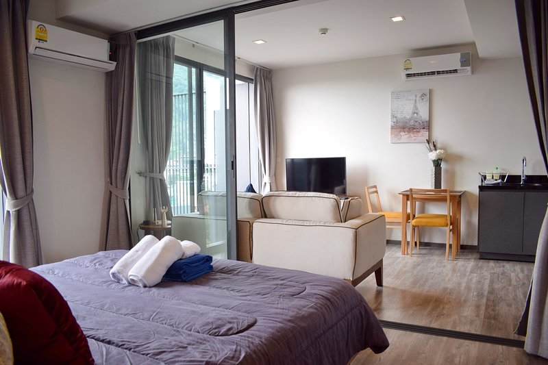 1 Bedroom Apartment in the center of Patong, holiday rental in Patong