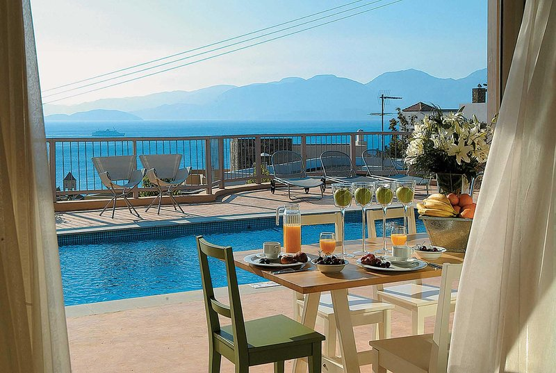 Elegant villa situated within a beach side resort, vacation rental in Katsikia