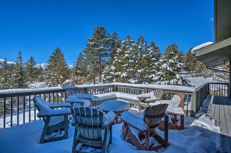 Prepárese para disfrutar de las impresionantes vistas a la montaña desde la comodidad de su terraza privada.