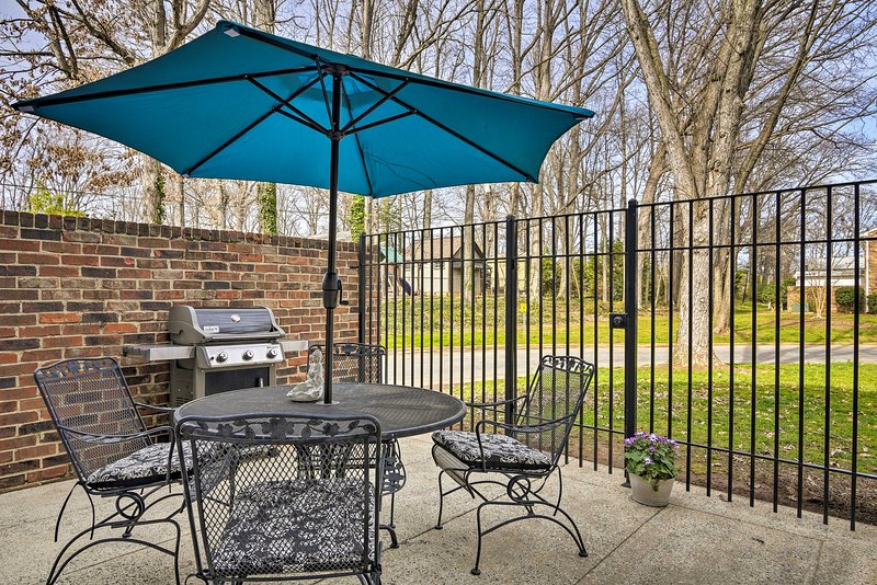 Cozy Greensboro Home w/Patio & Community Pool, holiday rental in Greensboro