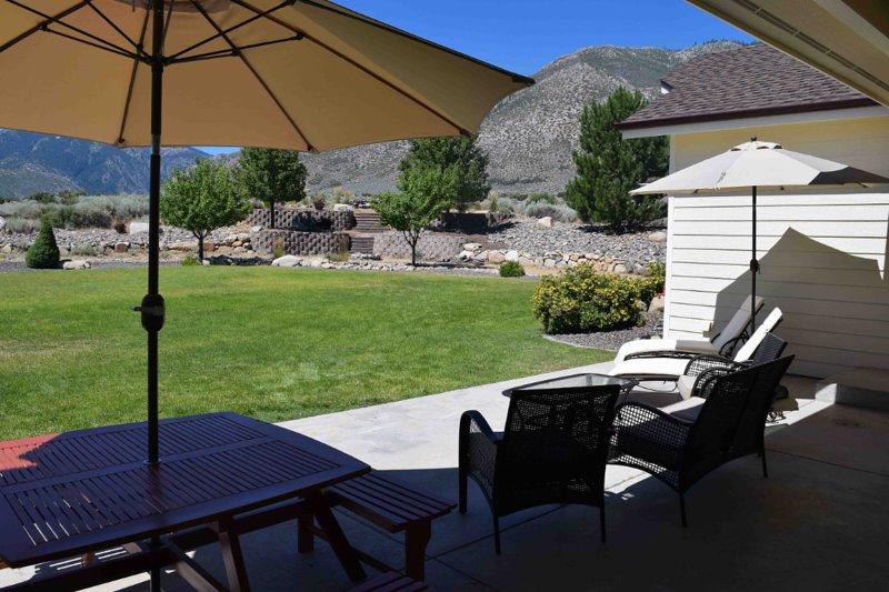 Eastern Sierra Sunrise and Lake Tahoe Getaway Home, vacation rental in Markleeville