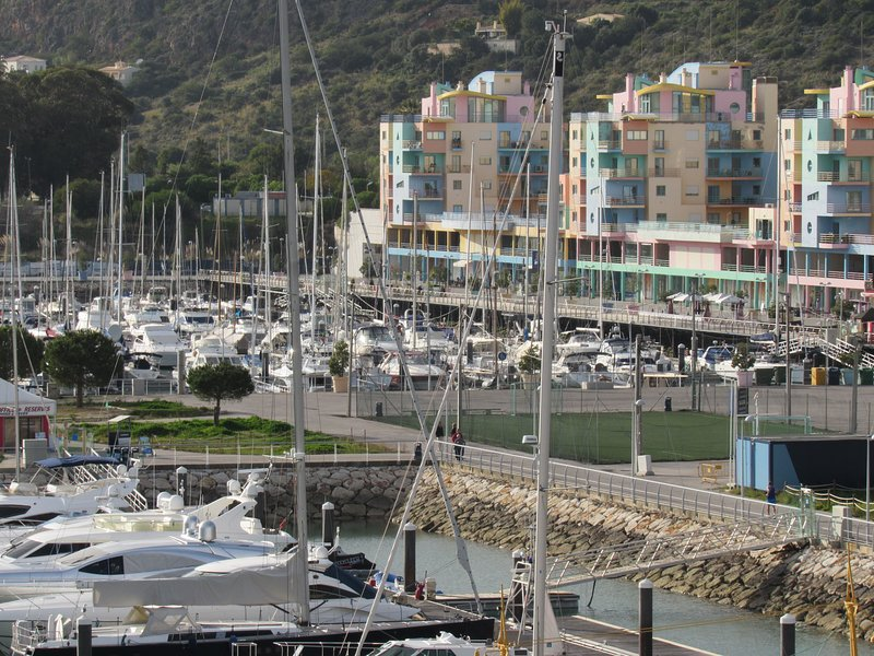 Marina di Albufeira 3 km