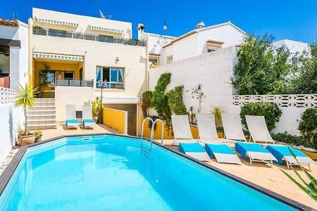 SUPER 5 Bedroom Pool Home,Full Air-Con,Free Wifi.Sleeps 12.Contact-less check in, vacation rental in Benidoleig
