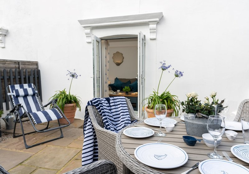 Enjoy eating al fresco in the secluded courtyard