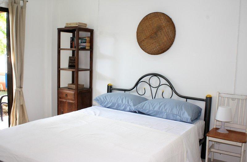 Bright, double room with queen-size bad. It has a private entrance & aircon. En-suite bathroom.