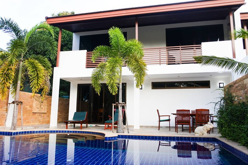 Stunning Villa by the Beach with Private Pool, vacation rental in Ban Phe