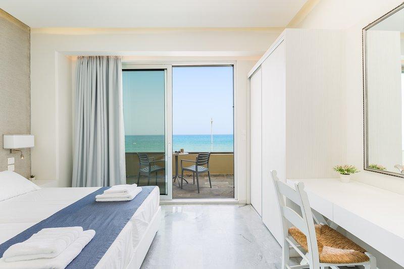 Spacious Sea View Apartment   Beach Road A1/A3, vacation rental in Rethymnon