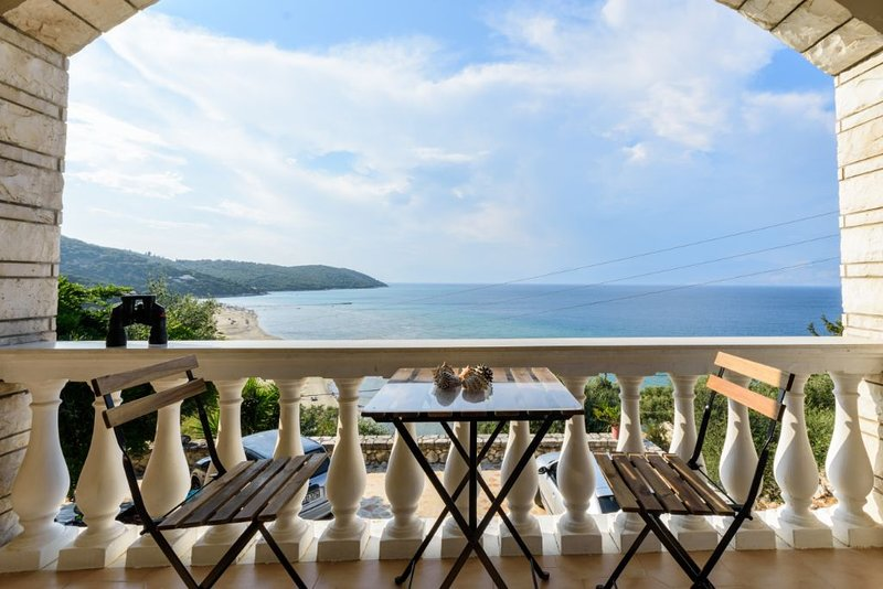 Lovely apartment near the sea, amazing view!, holiday rental in Apraos