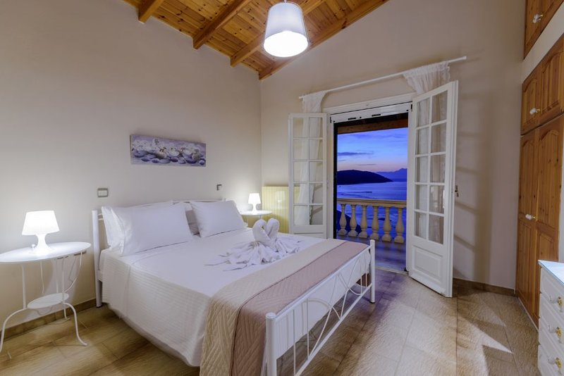 Bright apartment near the sea, amazing view!, holiday rental in Apraos