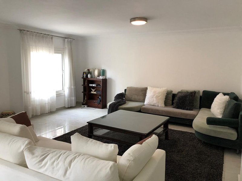 Spacious 3 Bedroom Modern Apartment in Maadi, location de vacances à Le Caire