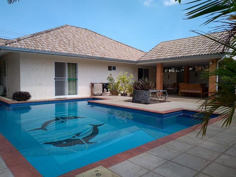 Villa Baansiesom private pool., holiday rental in Hua Hin