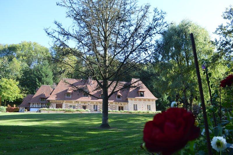 Chambre d'hôtes de charme Normandie proche honfleur 'Le prieuré des fontaines', vacation rental in Pont-Audemer