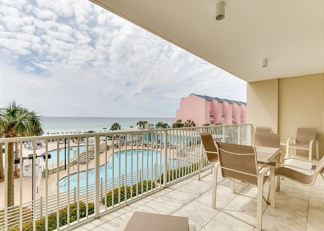 'Family Tides' ~Look no further! beachfront 4/4 with access to pool & beach, vacation rental in Miramar Beach