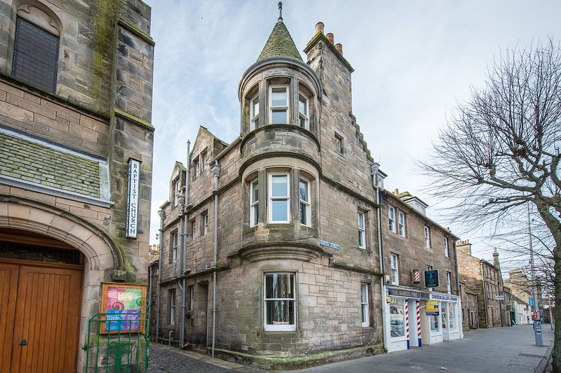 1 Rose Lane, St Andrews - Fabulous townhouse in the town centre, location de vacances à St. Andrews